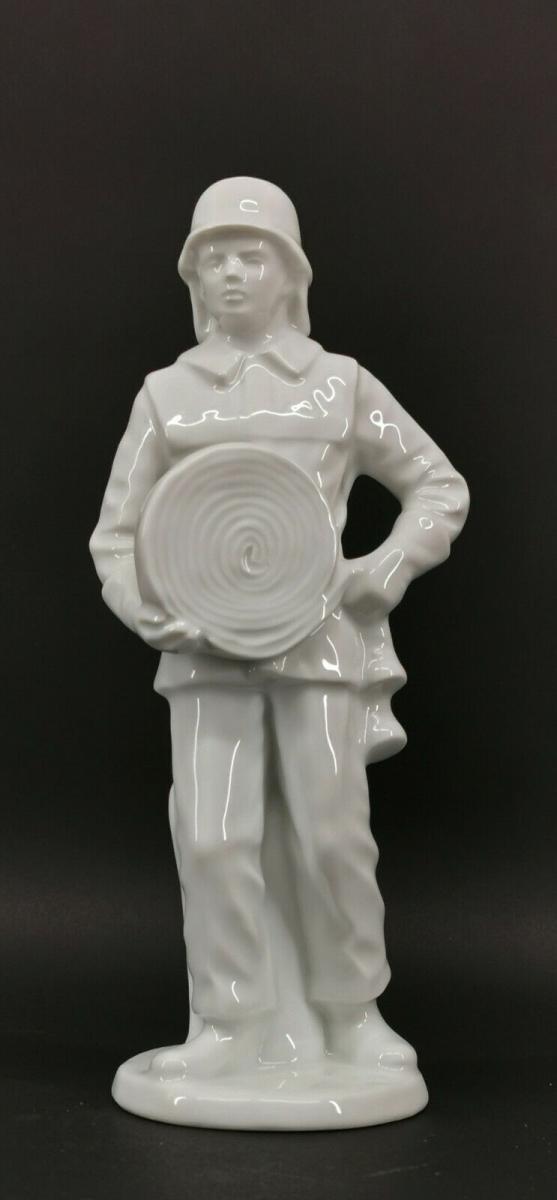 9943352 Porzellan Figur Feuerwehrmann weiß Gräfenthal H26,5cm 0