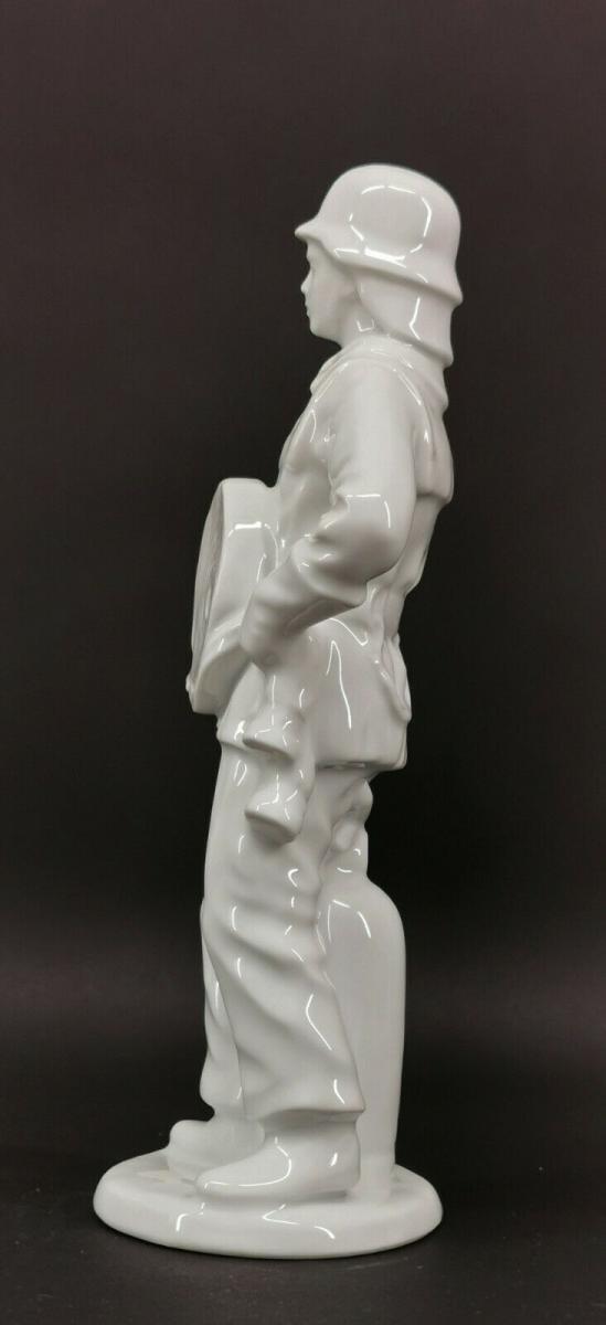 9943352 Porzellan Figur Feuerwehrmann weiß Gräfenthal H26,5cm 2