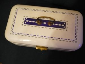 Emaile-Brotkasten mit Art Deco-Muster (30)