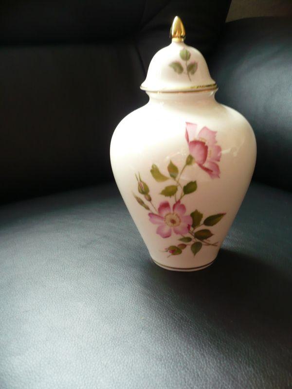 Deckelvase mit Rosendekor (151)