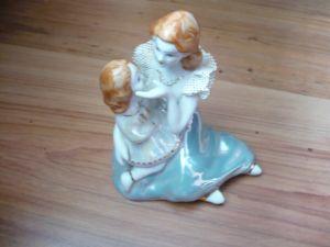 Figurengruppe  Mutter mit Tochter    (165)