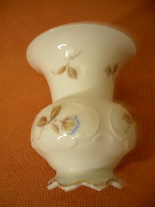 Vase mit Blumendekor und Goldrand  (238)