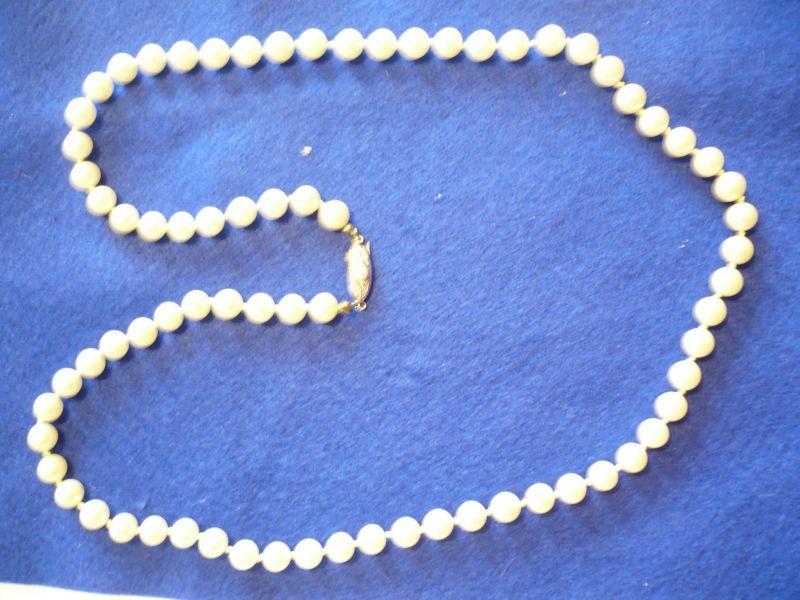 Perlenkette mit Silberschließe (835er)  (268)