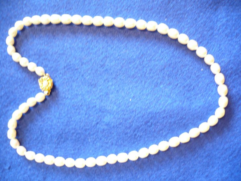 Süßwasser Perlenkette mit vergoldetem Verschluss (273)