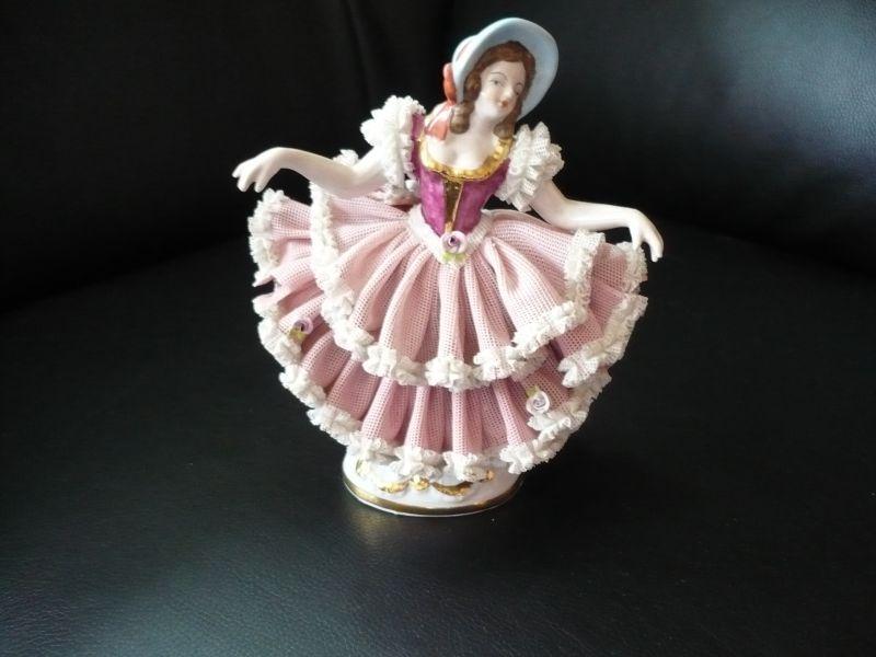 Figur Tänzerin in rosa Kleid mit blauem Hut(324)