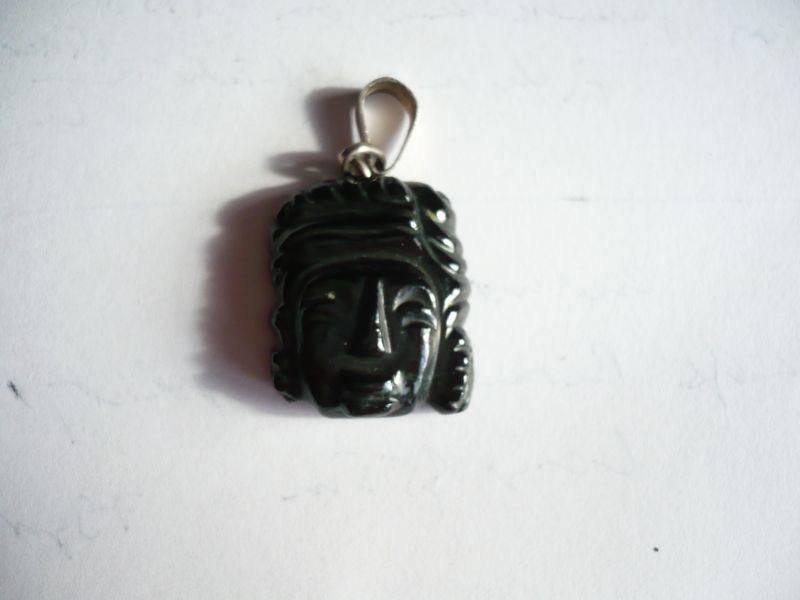 Jade-Anhänger - Atzteken-Kopf mit Silberöse  (342)