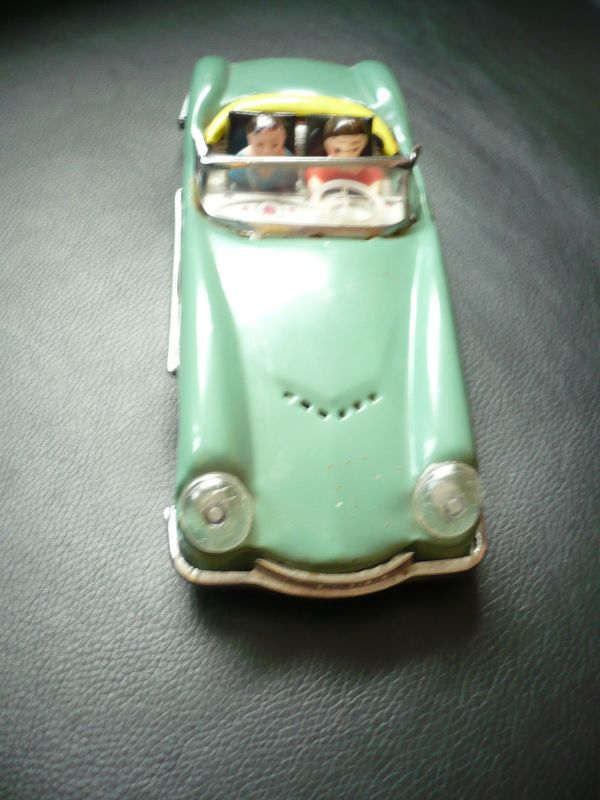 Blechauto Cabrio mit 2 Figuren MF763  (351)