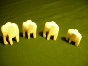 4 Elefanten aus Bein  (359)