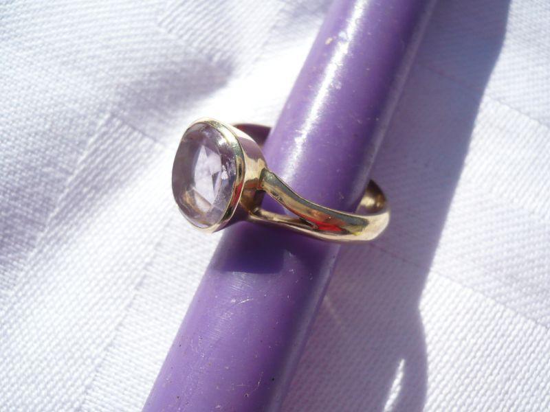 Gold-Ring selten mit hell fliederfarbenem Stein (394)