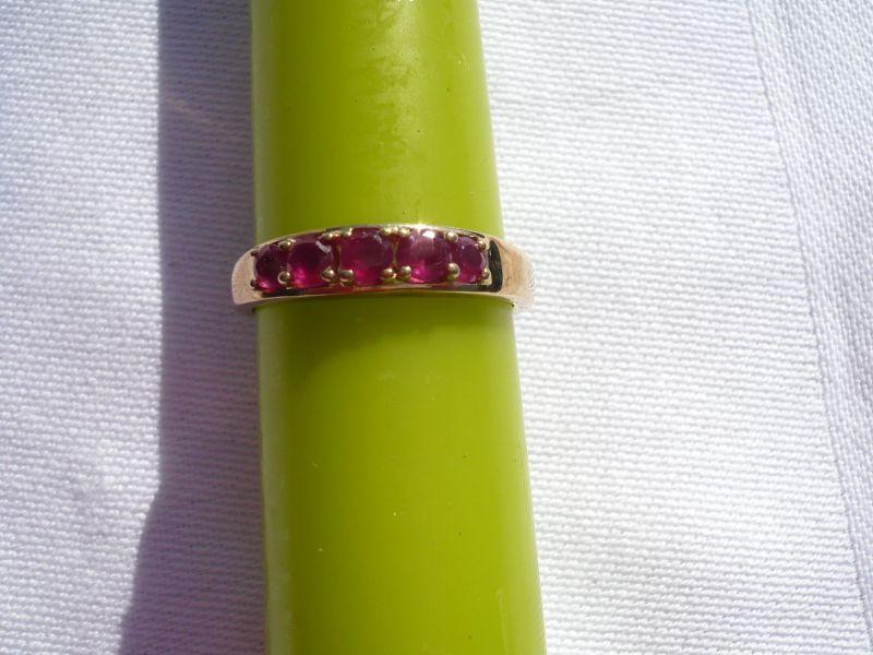 Vergoldeter Ring mit 5 Rubinen (388)