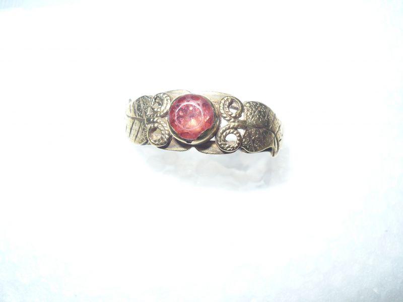 Gold-Ring mit Rubin alt (389)