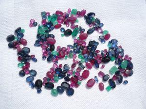 Rubine, Saphire und Smaragde zus. 85ct (400)