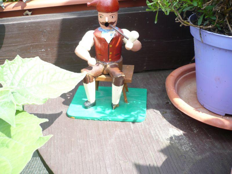 Räuchermann Erzgebirge Holz Figur - Michel sitzend auf Schemel- Räuchermännchen Pfeife (496)