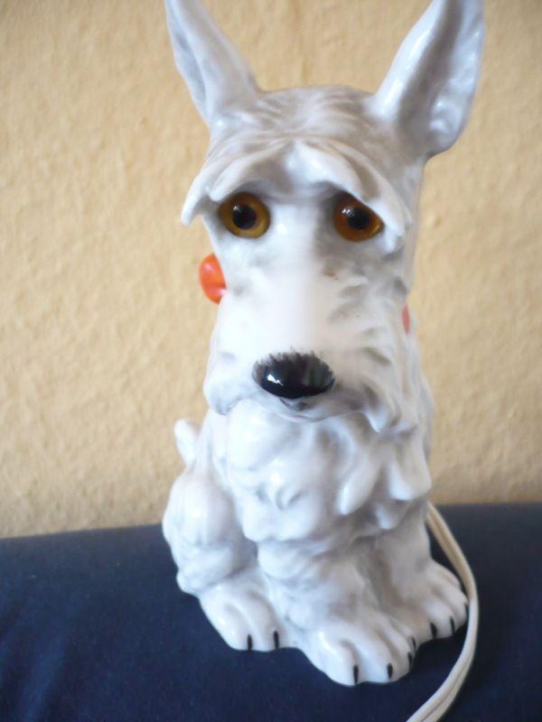 Rauchverzehrer Terrier mit roter Schleife (534)