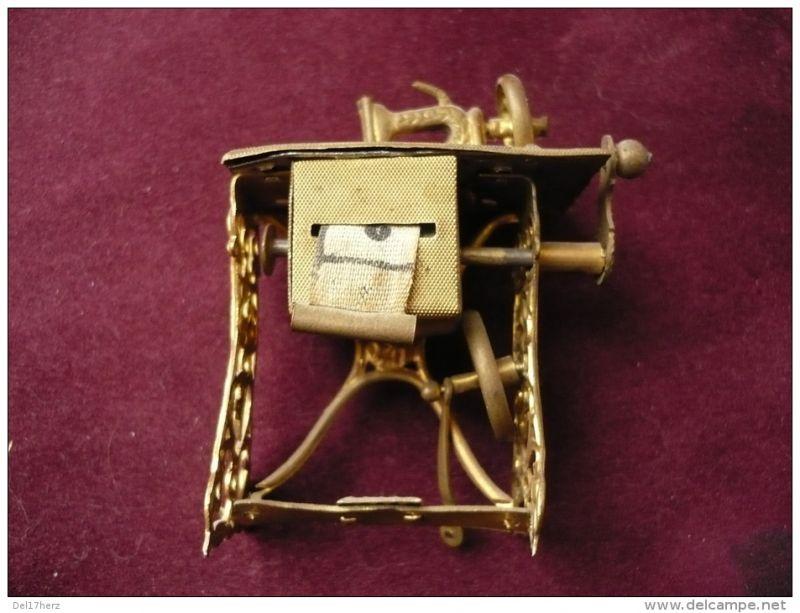 Nähmaschinen-Miniatur mit Stoff-Massband - sehr alt