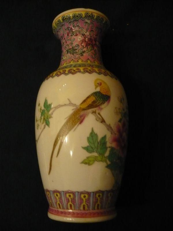 China-Vase mit Holzsockel (610)