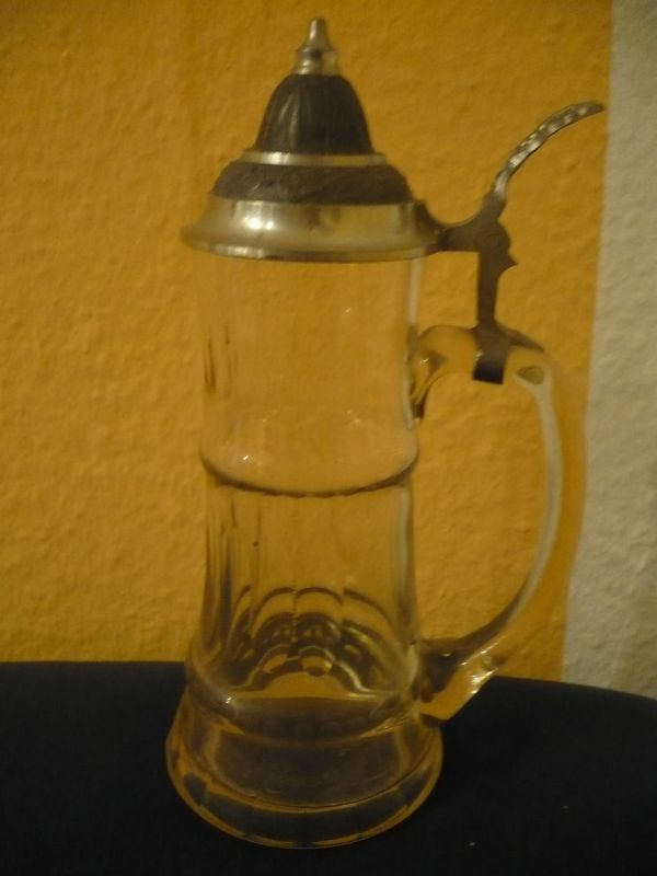 Hoher Bierkrug mit Zinndeckel - Olivenschliff (611)