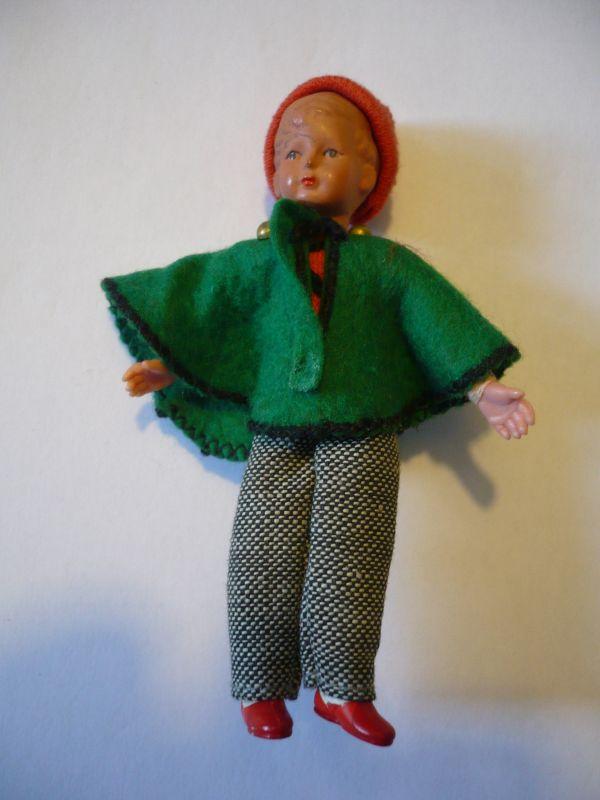 Puppenstuben Biege-Puppe - Junge mit Pudelmütze und Poncho (627)