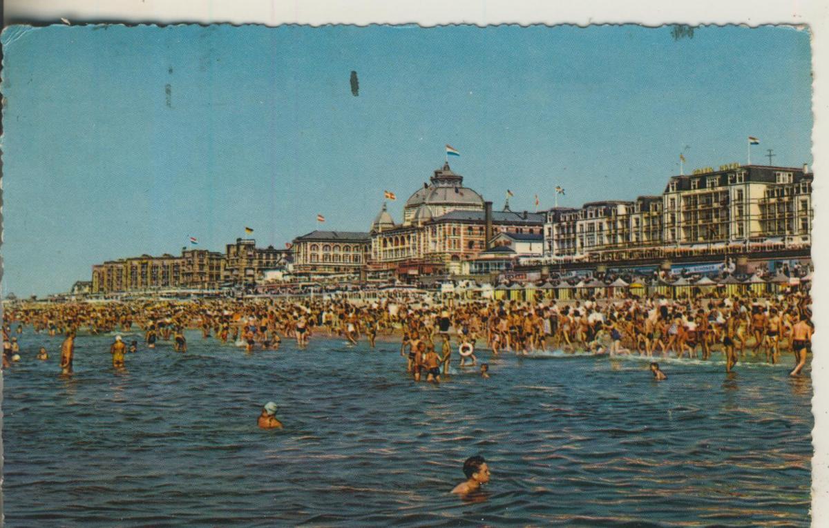 Scheveningen v. 1953 Strand met Kurhaus (AK1924) 0