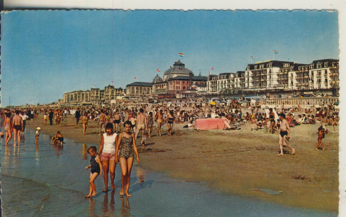 Scheveningen v. 1957 Strand met Kurhaus (AK1926) 0