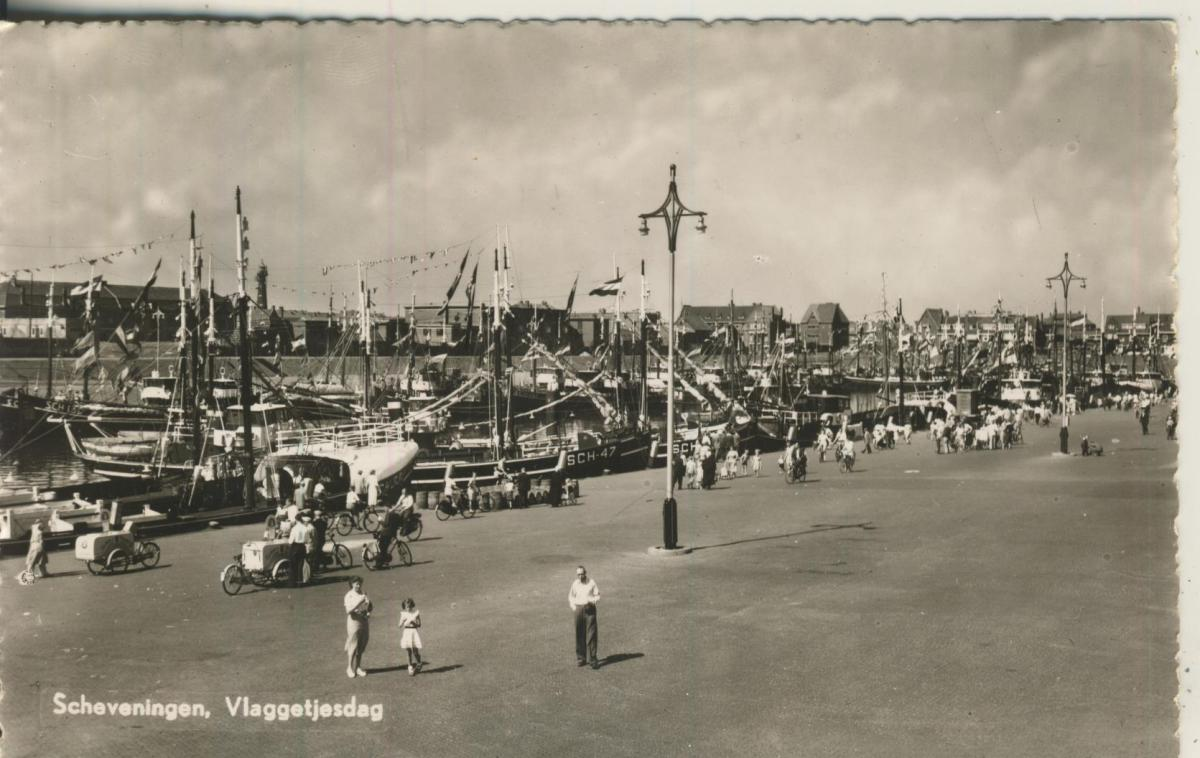 Scheveningen v. 1935 Vlaggetjesdag (AK1991)  0
