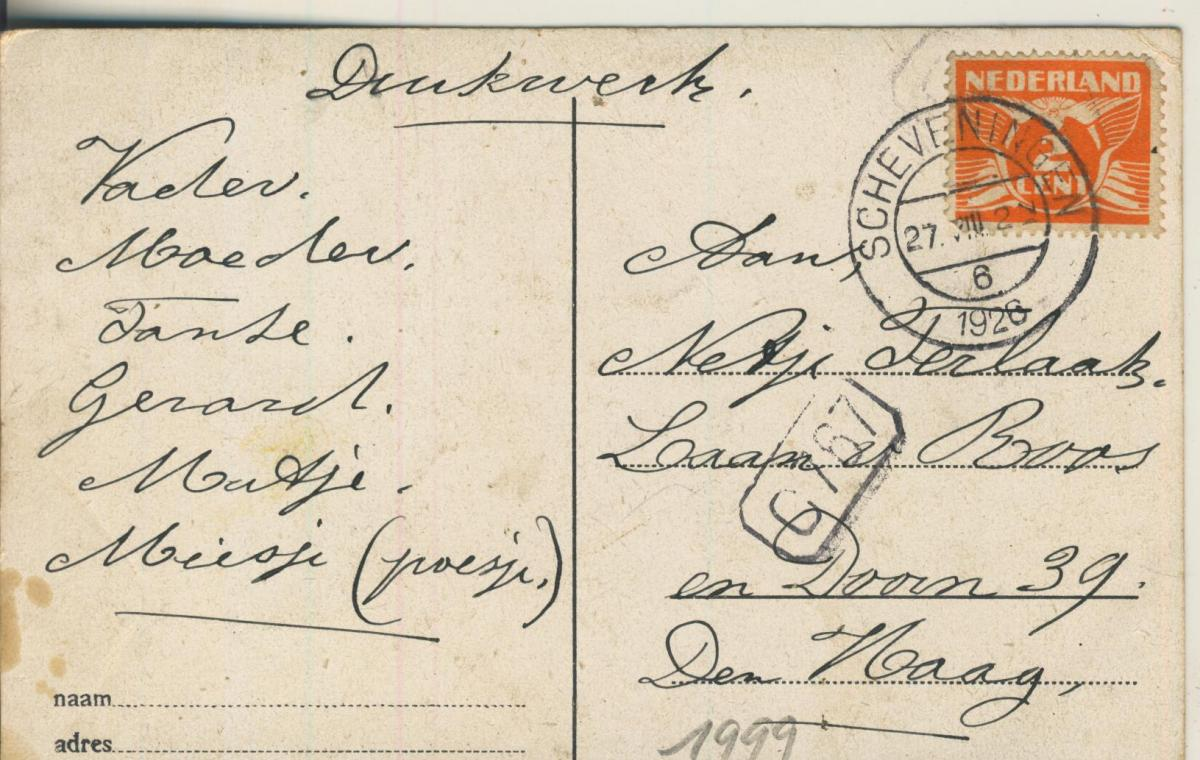 Scheveningen v. 1926 Aan het Strand de jeugd vermaakt zich (AK1999) 1