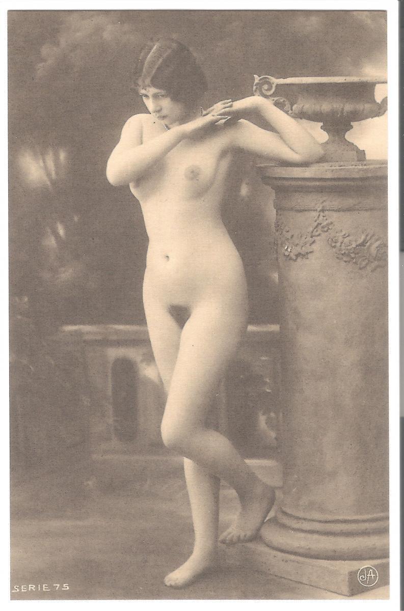 Nackt akt frau Frauen Theater