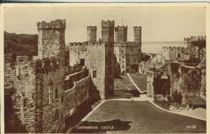 Caernarvon v. 1950 Castle (AK2322)