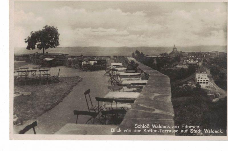 AK Waldeck, Schloß, Kaffee-Terrasse, Hotel, Restaurant, Blick auf die Stadt, 1940er Jahre gelaufen ohne Marke
