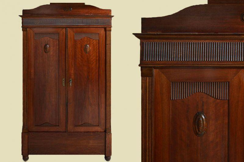 Antiker Jugendstil Kleiderschrank Schrank mit Schnitzerei von 1920