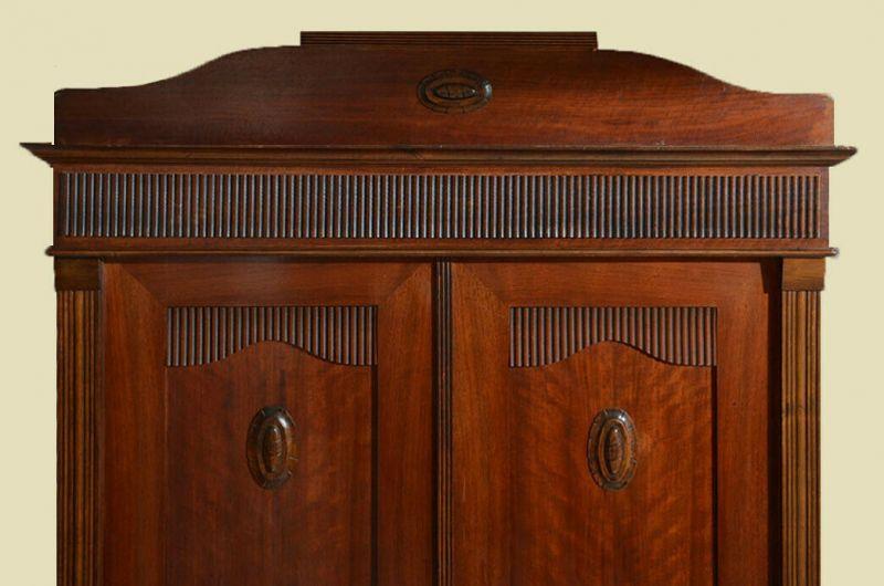Antiker Jugendstil Kleiderschrank Schrank mit Schnitzerei von 1920 9