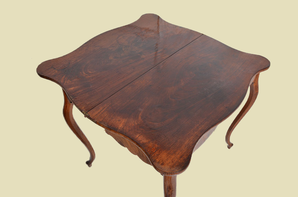 Kleiner Antiker LP Mahagoni Beistelltisch Spieltisch Tisch von 1860 7