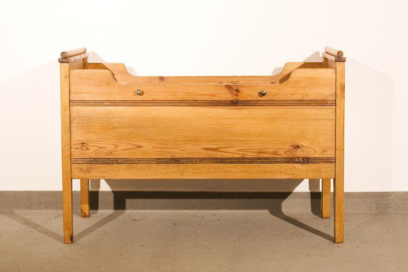 kinderbett jugendstil weichholz mit matratze. Black Bedroom Furniture Sets. Home Design Ideas