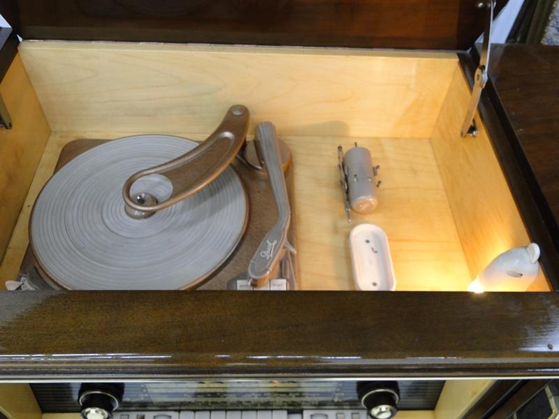 4906-Phonoschrank-Phonokasten-Radio-Sterio Exquisit-Plattenspieler-TV-Kasten-TV- 8