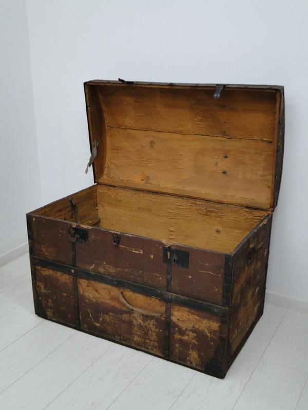 2469D-Truhe-Schatzkiste-alte Holztruhe unrestauriert-Schatztruhe-Kiste-Dekorstüc 1