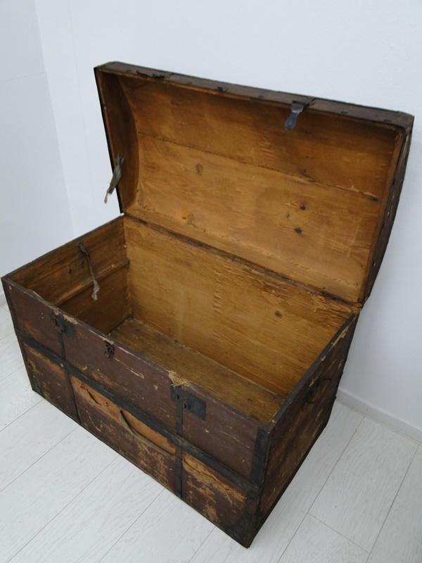 2469D-Truhe-Schatzkiste-alte Holztruhe unrestauriert-Schatztruhe-Kiste-Dekorstüc 2