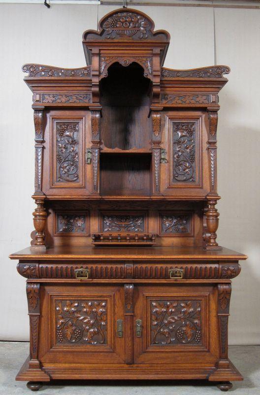 gr nderzeit buffet in eiche mit ornamentalen schnitzwerk antik kolosseum nr 390419654675. Black Bedroom Furniture Sets. Home Design Ideas