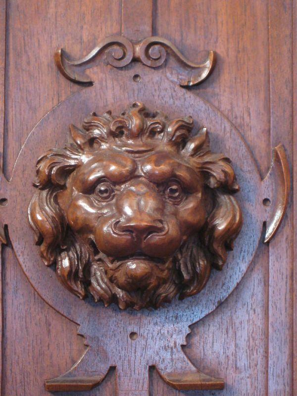 Schönes Gründerzeit Buffet Balustersäulen Nussbaum Löwenköpfe Antik Kolosseum 10