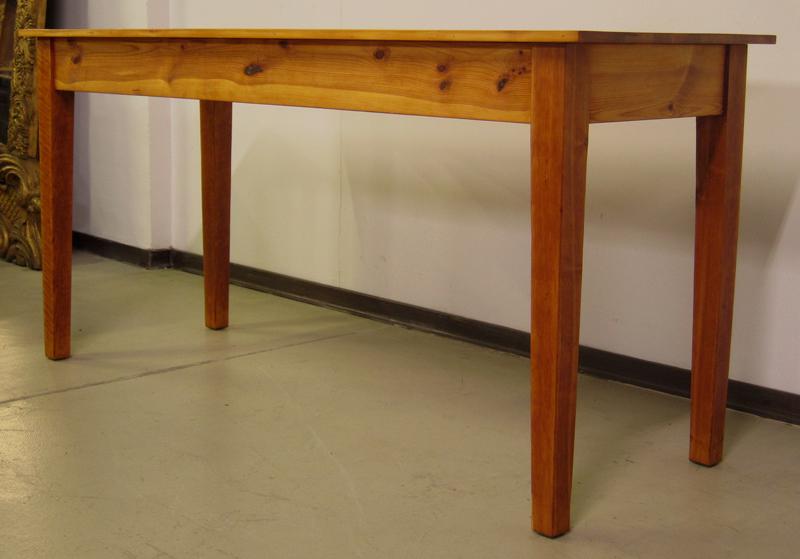 zierliche schmale weichholz tafel esstisch gefertigt um. Black Bedroom Furniture Sets. Home Design Ideas