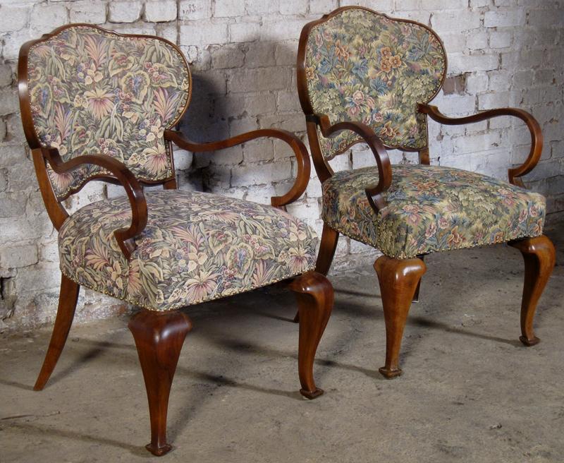 Zwei formschöne Sessel mti geschwungenen Beinen aus dem Art Deco Antik Kolosseum 3