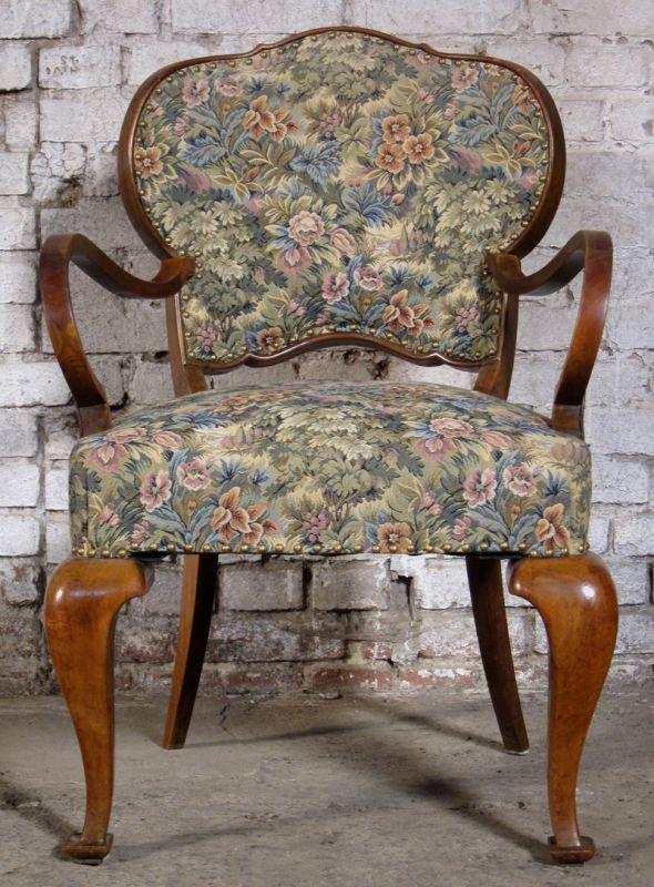 Zwei formschöne Sessel mti geschwungenen Beinen aus dem Art Deco Antik Kolosseum 4
