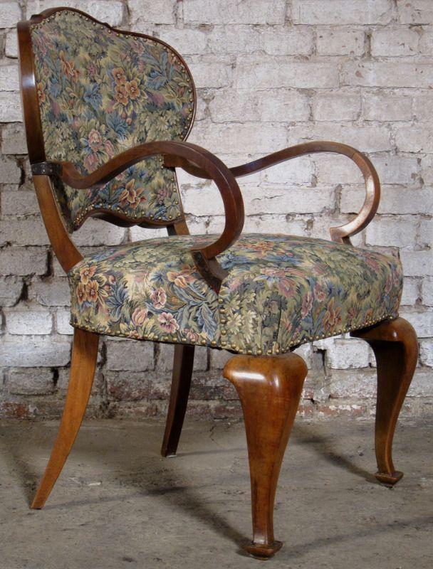 Zwei formschöne Sessel mti geschwungenen Beinen aus dem Art Deco Antik Kolosseum 5