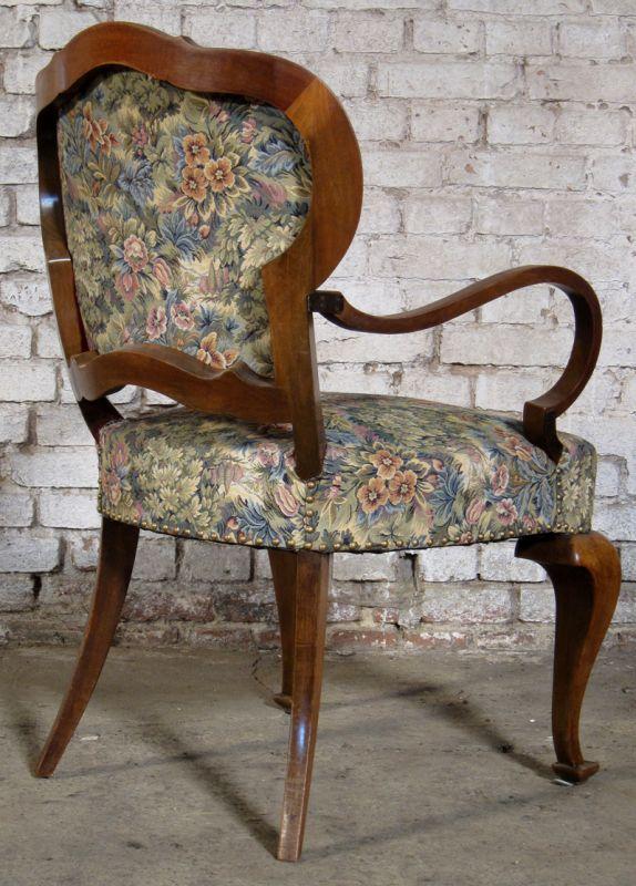 Zwei formschöne Sessel mti geschwungenen Beinen aus dem Art Deco Antik Kolosseum 6