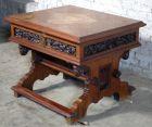 Wundersch�ner Nussbaum Luther- Tisch aus der Neogotik Antik Kolosseum