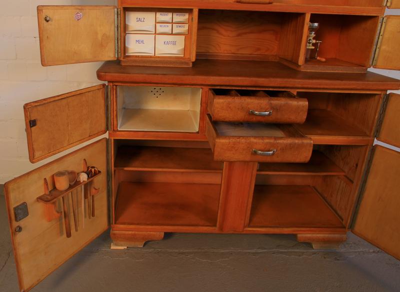 sch nes 30er jahre weichholz k chenbuffet k chenschrank. Black Bedroom Furniture Sets. Home Design Ideas