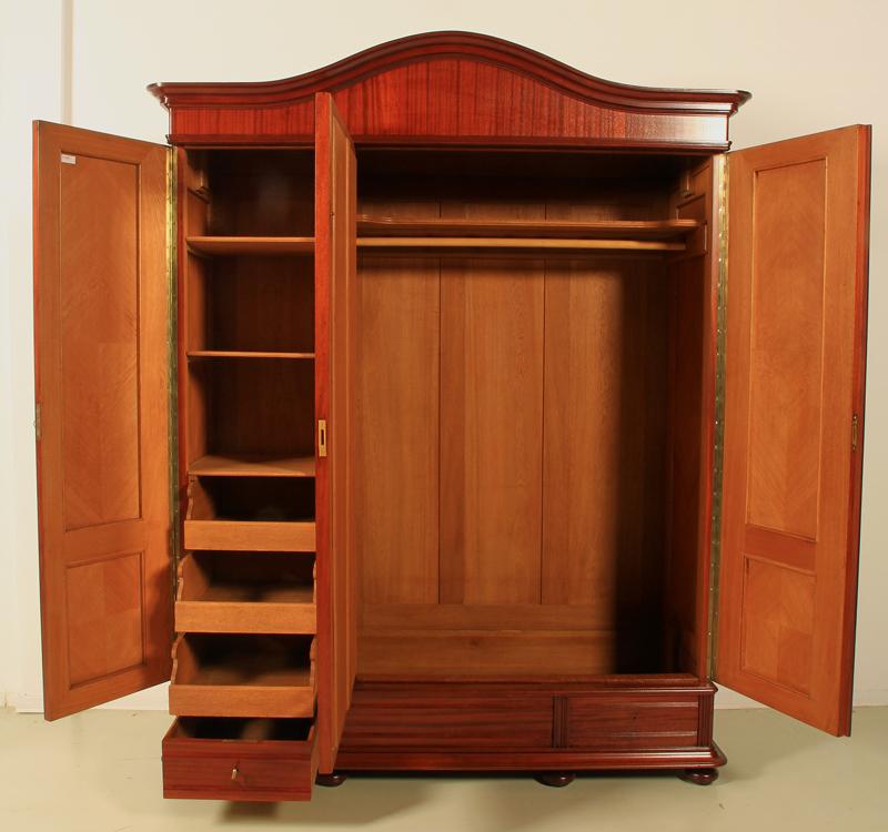 sch ner 3 t riger julius groschkus kleiderschrank aus. Black Bedroom Furniture Sets. Home Design Ideas