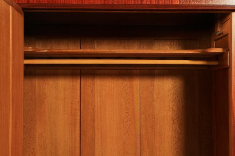 Schöner 3-türiger Julius Groschkus Kleiderschrank aus Mahagoni Antik Kolosseum 6