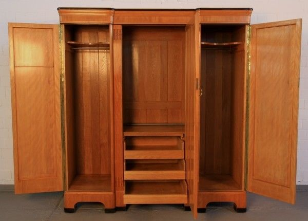 jugendstil kleiderschrank mit perlmutteinlagen aus birkenholz antik kolosseum nr 391848014917. Black Bedroom Furniture Sets. Home Design Ideas