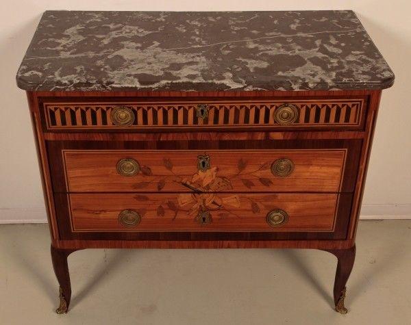 Louis Seize Sil Kommode gefertigt um 1900 aus diversen Hölzern Antik Kolosseum