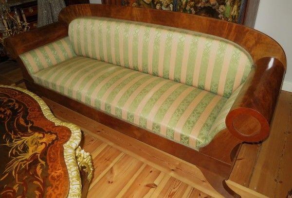 Elegantes original Biedermeier Walzen Sofa aus Mahagoni Antik Kolosseum